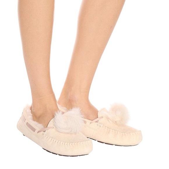 0d60dc3c820 UGG Dakota Pom Pom slippers NWT